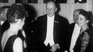 Davida und Hans Adolf von Motke am 26. Februar 1938 im Warschauer Hotel Europa. Rechts neben Hans Adolf von Moltke Graf Henryk Potocki