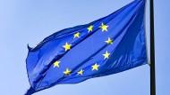 Die EU liegt im Streit mit Polen und Ungarn – Auswirkungen auf die Finanzmärkte hat das bisher noch nicht.