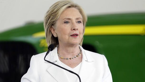 Clinton spricht Trump Eignung ab
