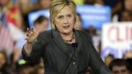 Hillary Clinton steht eine harte Auseinandersetzung mit Donald Trump bevor.