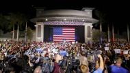 Donald Trump beistert bei seinen Wahlkampfauftritten, wie bei dem am Sonntag in Boca Raton, die Massen.