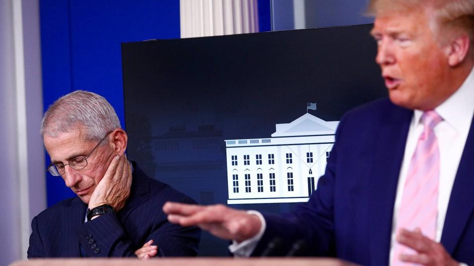 Anthony Fauci bei einer Pressekonferenz des amerikanischen Präsidenten Donald Trump