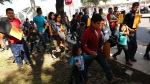 Mehr als 500 Einwandererkinder wieder mit ihren Eltern vereint