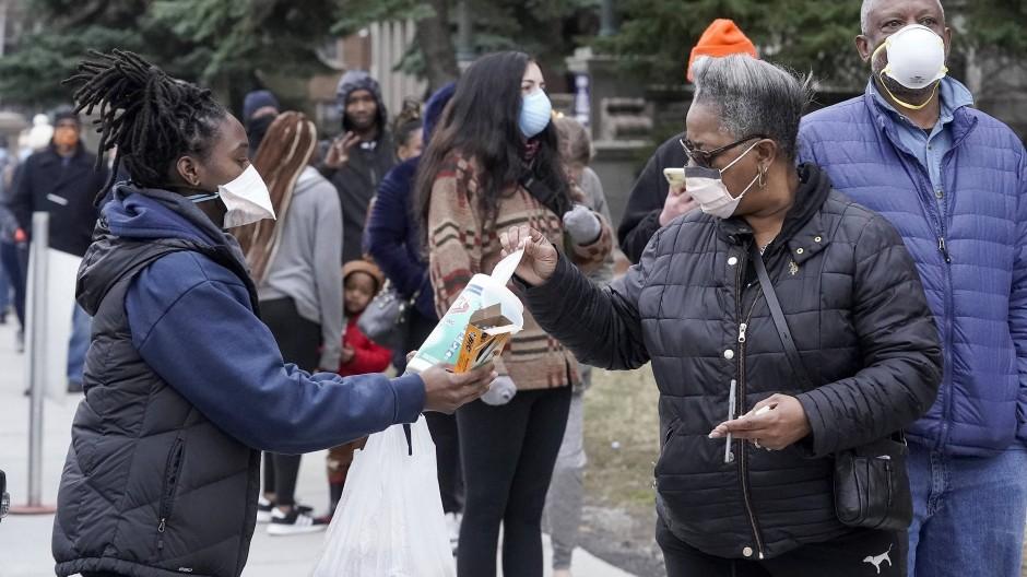 Wähler am Dienstag in Milwaukee