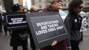 """Trump beklagt """"überflüssige Verfahren"""" bei Abschiebungen"""