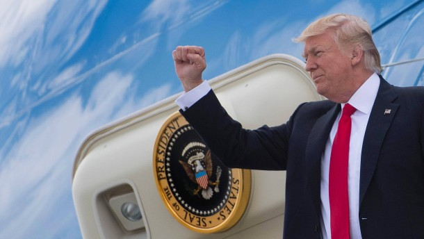 Donald Trump stellt sich gutes Zeugnis aus