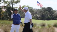 High Five: Japans Premierminister Abe (links) und Trump auf dem Golfplatz