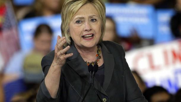 Clintons Schicksal liegt in den Händen des FBI