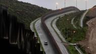 Einige Abschnitt der Grenze zu Mexiko, beispielsweise in Kalifornien, sind durch Zäune stark gesichert.