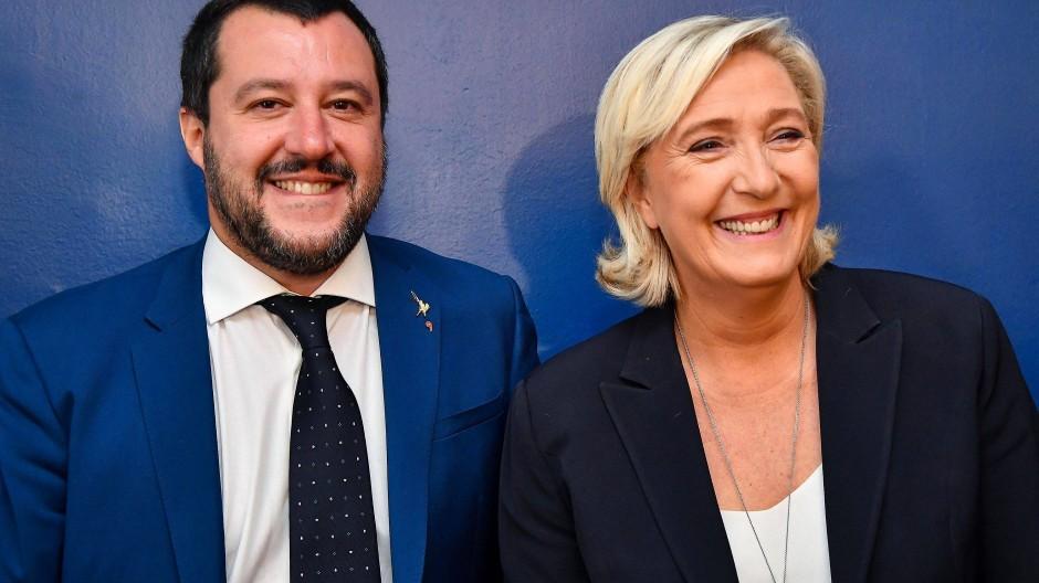 Freuen sich über AfD-Erfolg: Matteo Salvini und Marine Le Pen (im Oktober in Rom)