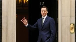 Cameron besetzt erste Kabinettsposten
