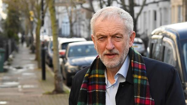 Corbyn übernimmt Verantwortung für Labour-Niederlage