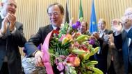 Gelassener Sieger: Am Dienstag wird Armin Laschet in seiner Fraktion mit viel Blumen empfangen.