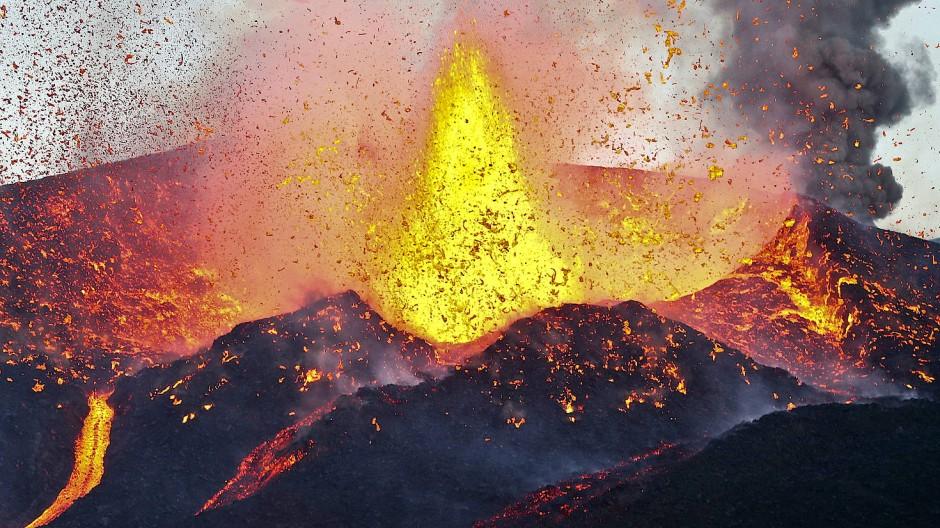 Die Erde speit Feuer: So sah der Vulkan Fogo am 28. November 2014 aus.