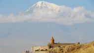 Wallfahrtsort am Fuß des heiligen Ararats: Im Kloster Chor Virap war Gregor der Erleuchter, der Begründer der armenischen Kirche, dreizehn Jahre lang eingekerkert.
