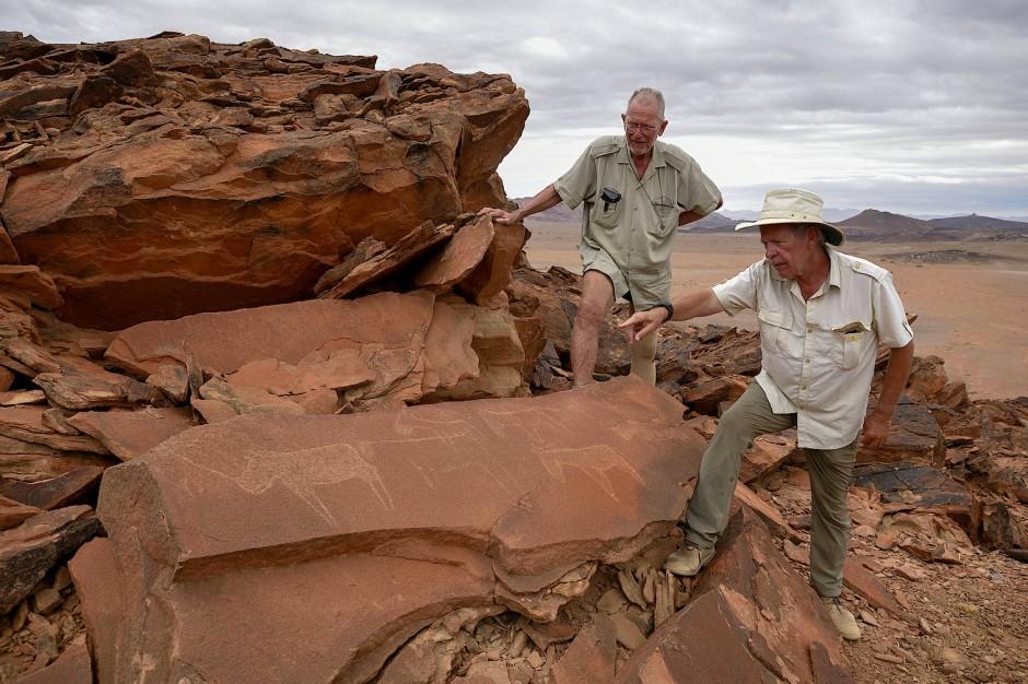 Bis heute sind die Orte, an denen Joe Walter und der Archäologe Peter Breunig von der Goethe-Universität Frankfurt Tausende Felsbilder entdeckten, auf keiner Landkarte verzeichnet.
