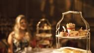Das vermutlich heimeligste Kaminfeuer gibt es in Brown's Hotel. Andere Orte haben andere Vorzüge - sensationelle Kuchen oder die Nähe zu den Royals.