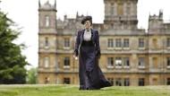 My castle is my home: Maggie Smith als Lady Violet, forschen Schrittes das Bowling Green durchmessend.