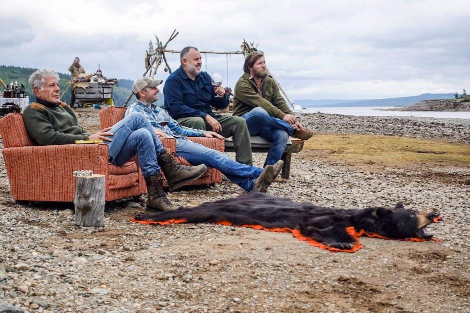 Plötzlich war alles anders: Anthony Bourdain (links) mit Kollegen auf Entdeckungstour in Neufundland.