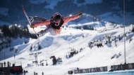 Nur Fliegen ist schöner: Australische Profi-Snowboarderin bei den Laax Open.
