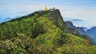 Mit seinem mythischen Pferd flog Buddha auf den heiligen Berg Emei und blickt dort mit zehn Köpfen in alle vier Himmelsrichtungen.