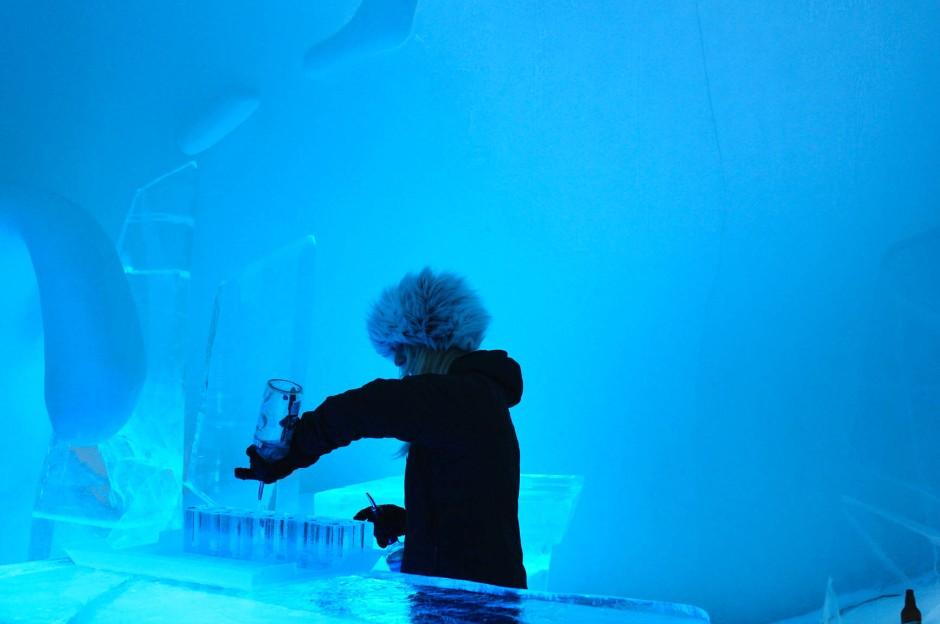 """Eiswürfel? In der """"Icebar"""" in Schweden trinkt man daraus."""