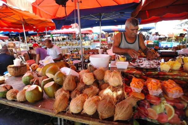 Superbe Die Tropen Geizen Nicht, Schon Gar Nicht Mit Farben: Ein Markt In Der  Küstenstadt