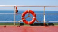 Rettung ausgeschlossen: Eine Schiffsreise von Israel nach Europa kann sehr lang werden, wenn der Küchenchef einen zum Lieblingspassagier auserkoren hat.