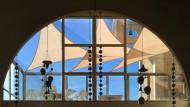 Aus dem Restaurant von Arcosanti schaut man in die Steinwüste Arizonas.