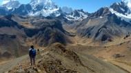 Hier wohnen keine Menschen mehr, sondern nur noch Götter: Abstieg von der viertausendachthundert Meter hohen Llaucha Punta.