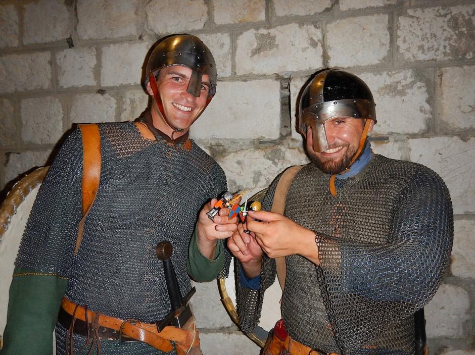 Vier Ritter im Kampf.