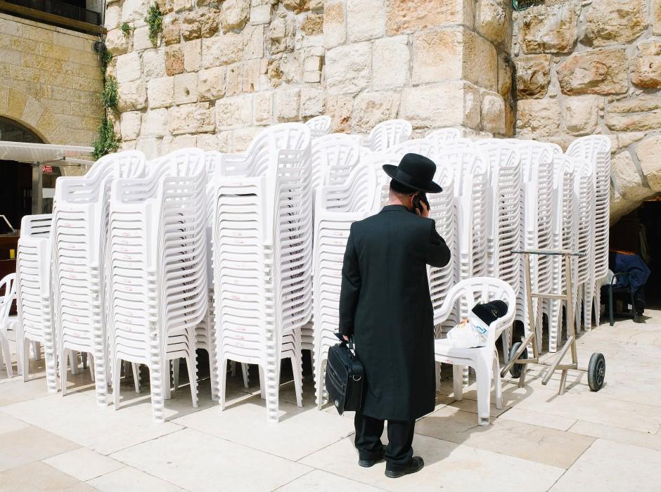 Ein orthodoxer Jude in der Nähe der Klagemauer in Jerusalem.