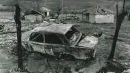 Jérôme Ferraris fiktive Protagonistin Antonia versucht dem Geheimnis der Kriegsfotografie auf die Spur zu kommen. Das vorliegende Bild machte der F.A.Z.-Fotograf Wolfgang Eilmes im Frühjahr 1998 in dem Dorf Prekaze, das heute in der Republik Kosovo liegt.