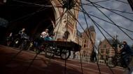 Dürfen Fahrräder durch das Tor vom Reichsmuseum rollen? Einen Glaubenskrieg später war klar: Natürlich, wir sind ja in Amsterdam.