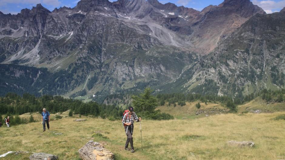 Eine Nische der Ursprünglichkeit im Freizeitpark der Alpen: Die Wanderer im Val Divendro suchen unverdorbene Landschaftsbilder.