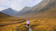 Wandern auf Arran: Am Ende geht der steile Hang in das sanfte Glen Sannox über, ein ehemaliges Gletschertal.
