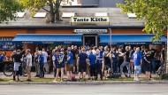 """Vor zwei Wochen war halb Bielefeld bei """"Tante Käthe"""" am Mauerpark, um die Arminia zu unterstützen."""