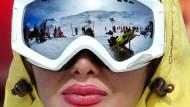 Junge Iranerin im Dizin Ski Resort, etwa 70 Kilometer nördlich von Teheran.