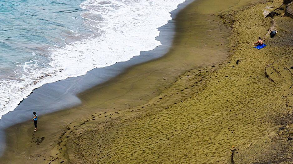 Das Mineral Olivin färbt den Papakolea-Strand auf Hawaii strahlend grün.