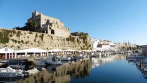 Nach der langen Wanderung durch die Wildnis kommt einem der Hafen von Ciutadella fast wie ein Fremdkörper vor.