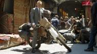 """Mein Herr, der Große Basar in Istanbul ist eine Fußgängerzone! Mir doch egal, sagt sich Daniel Craig im neuesten James-Bond-Film """"Skyfall""""."""