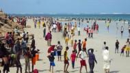 Während des Bürgerkriegs war der Strand von Mogadischu leer, langsam belebt er sich wieder.