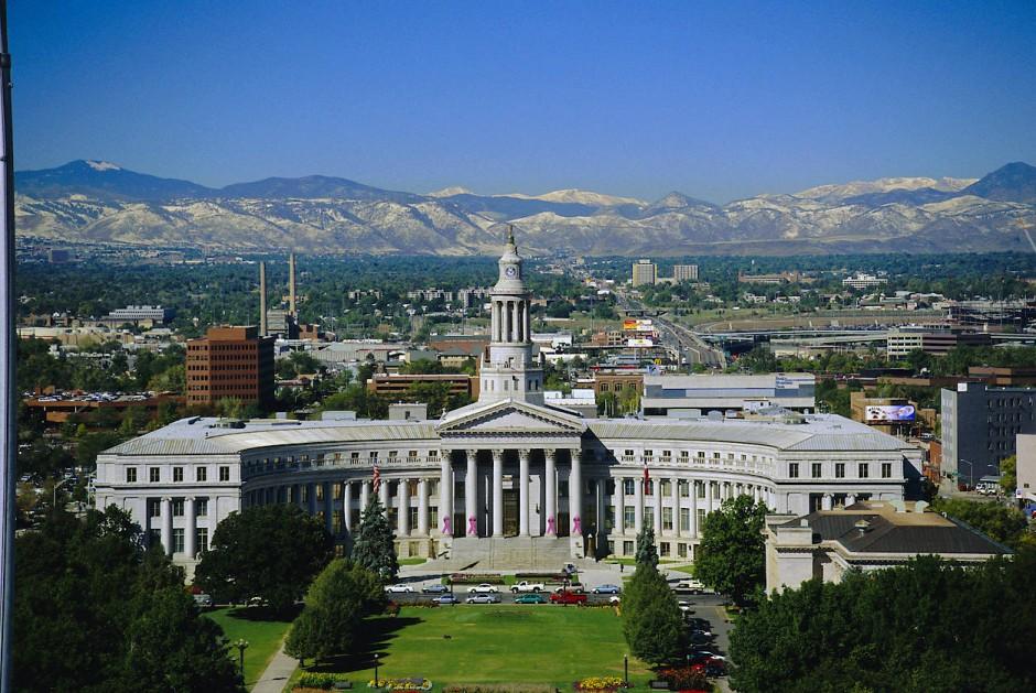 Das Civic Center von Denver: Zwischen der Stadt und den Rocky Mountains ist nicht mehr viel Platz.
