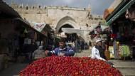 Der Platz vor dem Damaskus-Tor war immer einer der lebendigsten in Jerusalem. Seit den jüngsten Messerattacken ist der Stadt das friedliche, bunte Gewimmel abhanden gekommen.