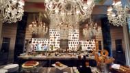 Das, Herr Außenminister, ist spätrömische Dekadenz: eine Bar im neuen Pariser Luxushotel Royal Monceau.