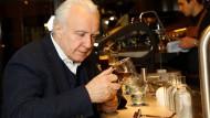 Alain Ducasse bringt Kaffeekultur nach London. Dass das seinen Preis hat, versteht sich von selbst.