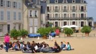 Jedes Kind ein König: Dass Loire-Schlösser langweilig seien, werden diese Besucher bestimmt nicht mehr behaupten.