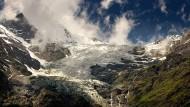 Der Bisgletscher rutscht schon lange. Das Dorf Randa unterhalb des Weisshorns ist immer wieder von abstürzenden Eismassen bedroht.