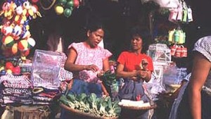 Spanische Kolonialbauten überdaueren in Manila