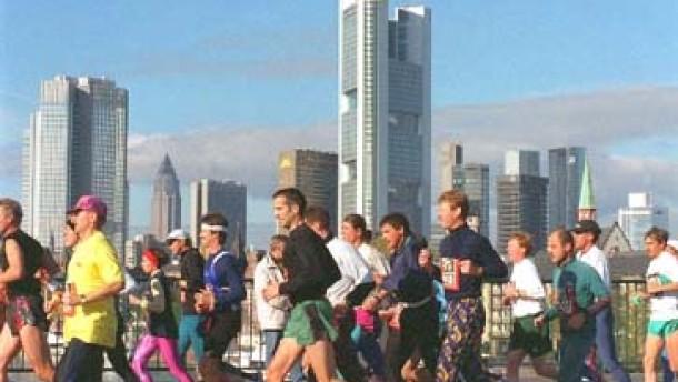 Frankfurt: Laufen und Feiern in der Banken-Metropole